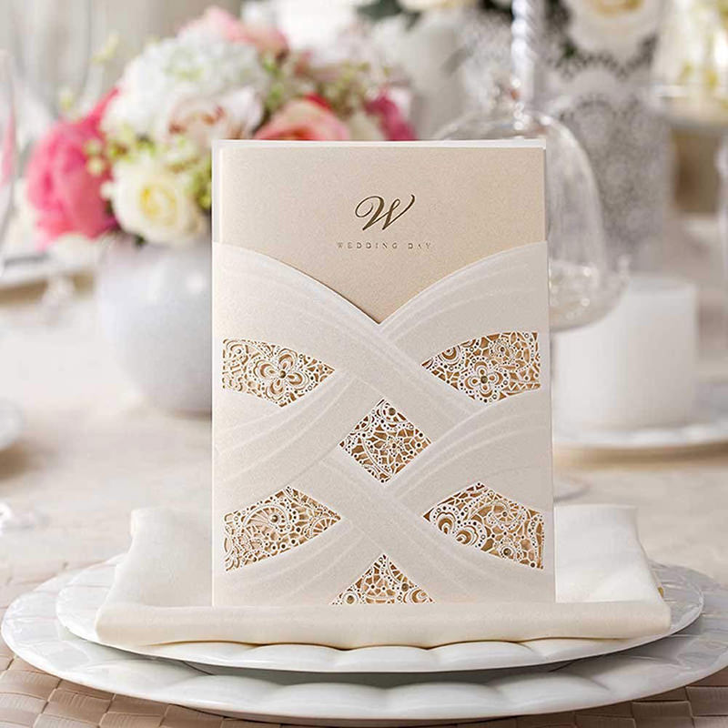 26-convite-em-corte-laser-para-casamento-em-tons-neutros