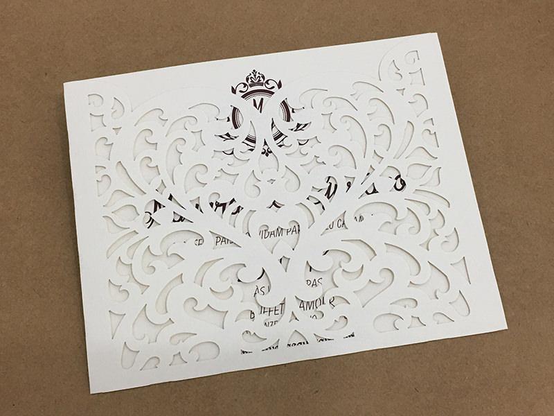 6-convite-de-casamento-em-tons-neutros-e-corte-a-laser