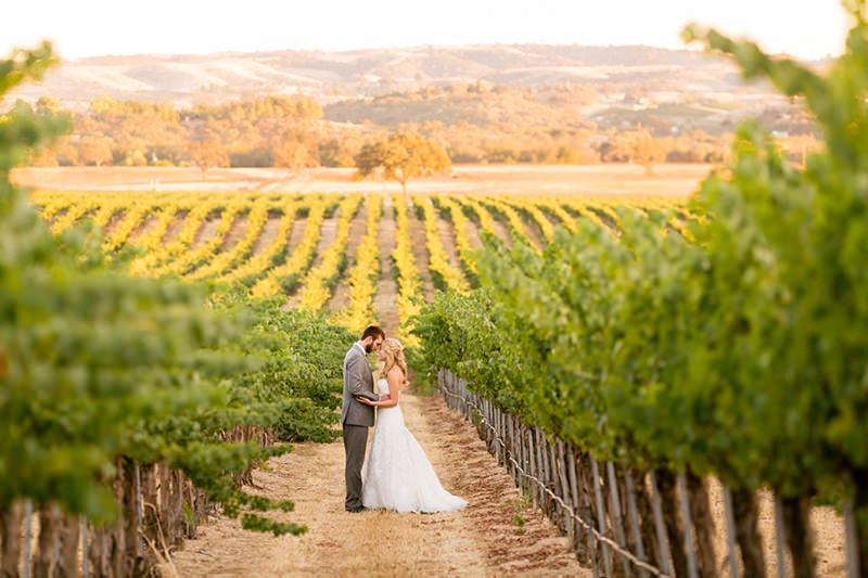 casamento-romantico-em-meio-as-parreiras-de-uvas
