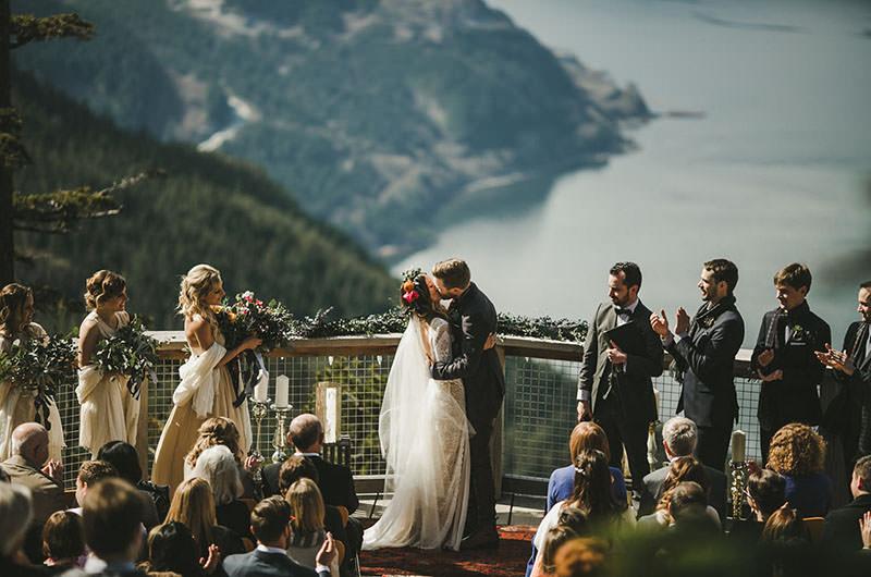 cerimonia-de-casamento-com-vista-para-as-montanhas