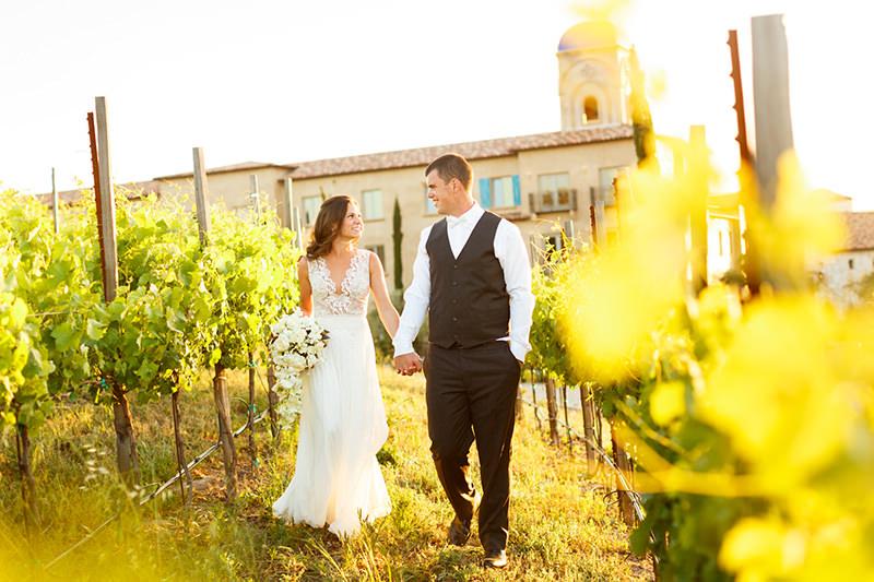 foto-de-casamento-em-meio-as-videiras
