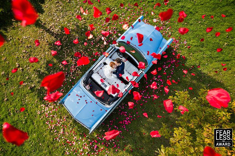 chuva-de-petalas-de-rosas-no-casamento