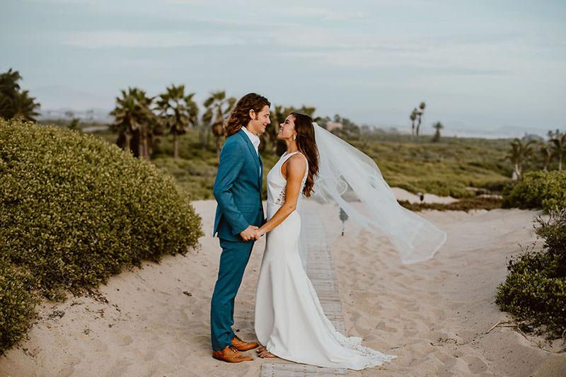 casamento-praia-look-do-noivo-e-vestido-da-noiva