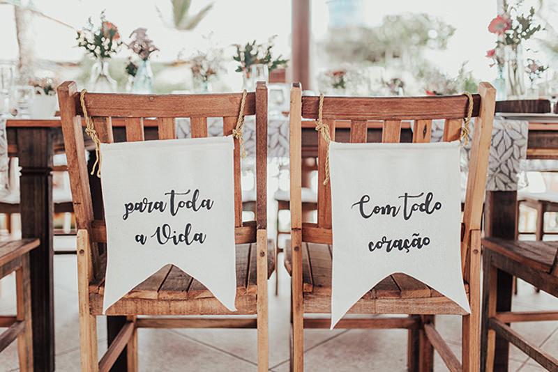 frase-romantica-para-a-plaquinha-das-cadeiras-dos-noivos