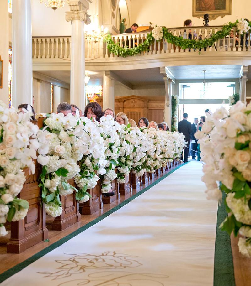 decoracao-de-casamento-religioso-com-flores-brancas