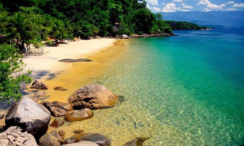 Pedido-de-casamento-na-praia-da-lula-Paraty
