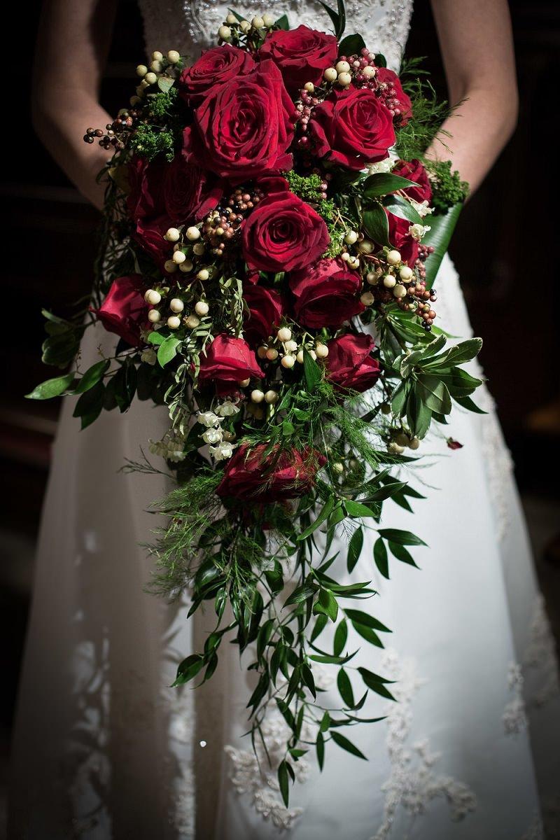 buque-de-casamento-vermelho-rosas