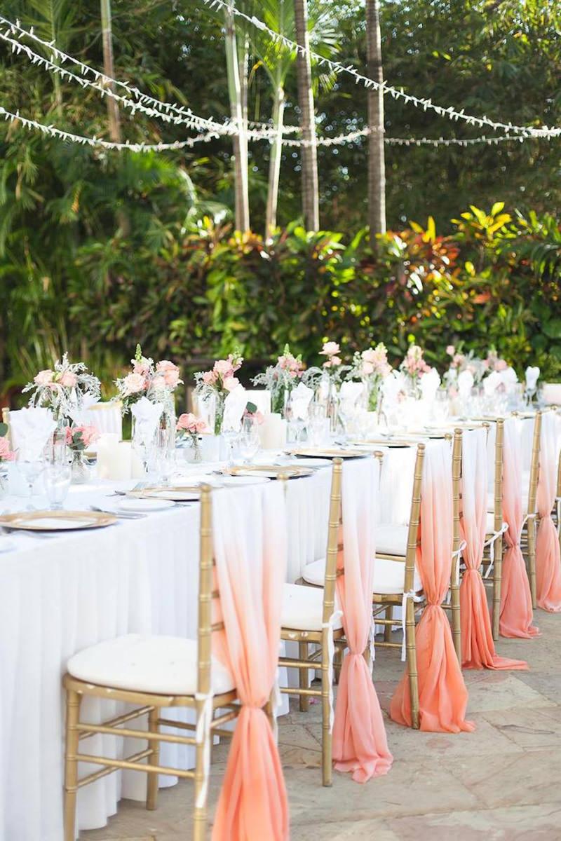 casamento-decoração-coral-nas-cadeiras