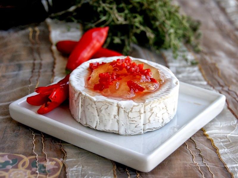 cha-de-lingerie-pin-up-queijo-brie-com-geleia-de-pimenta