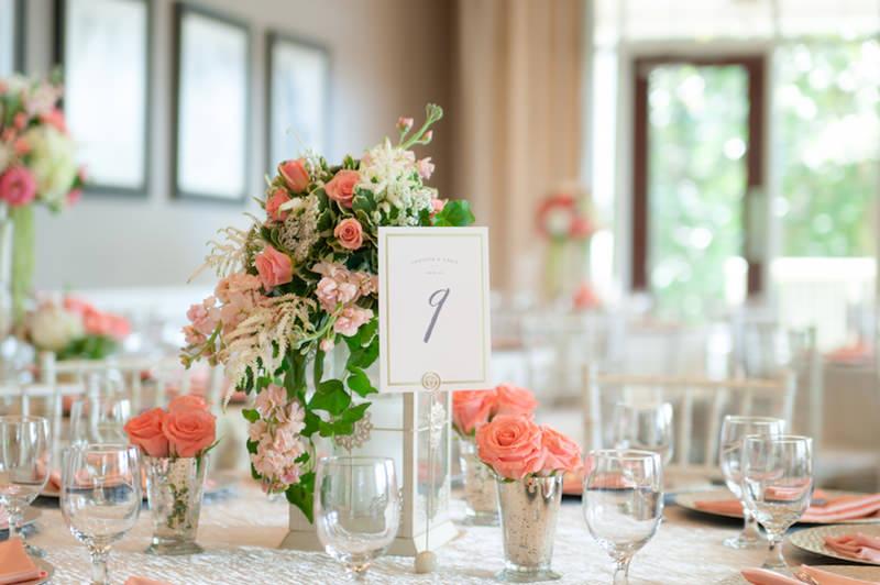 decoração-com-flores-cor-coral