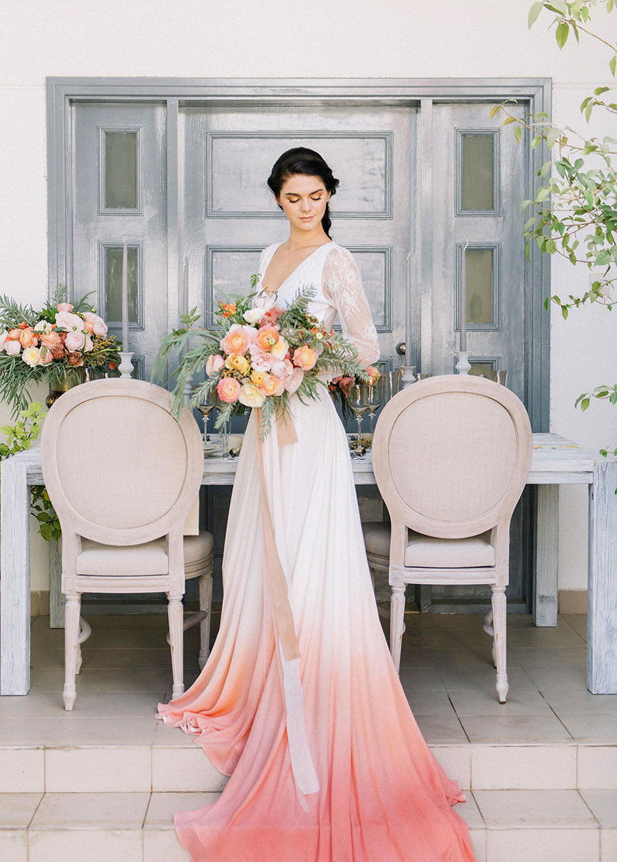 vestido-de-noiva-com-detalhes-coral