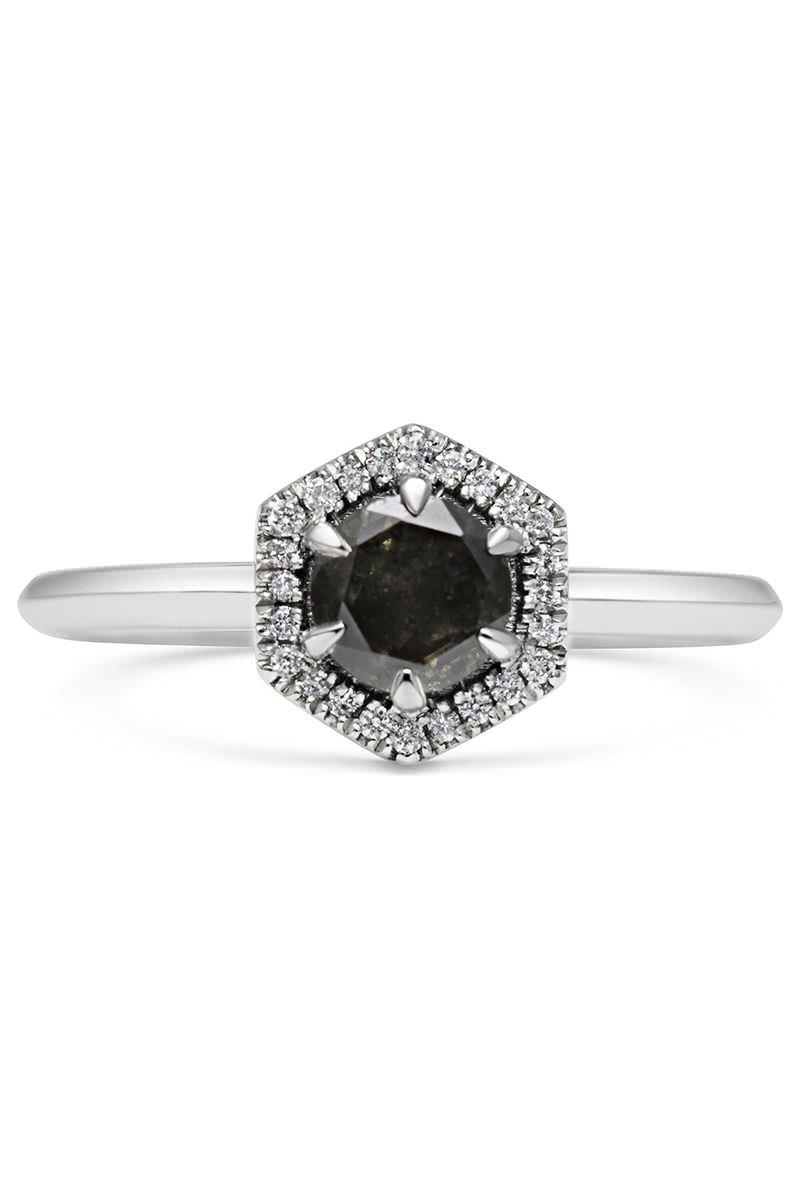 anel-de-noivado-com-diamante-negro-hexagonal