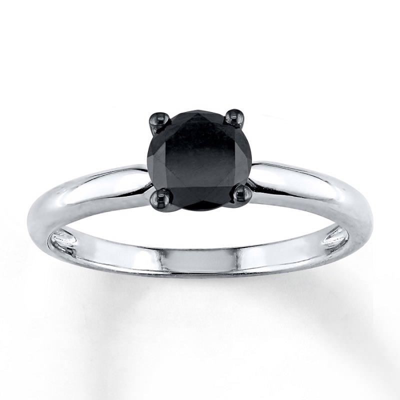 anel-de-noivado-tradicional-com-diamante-central-negro