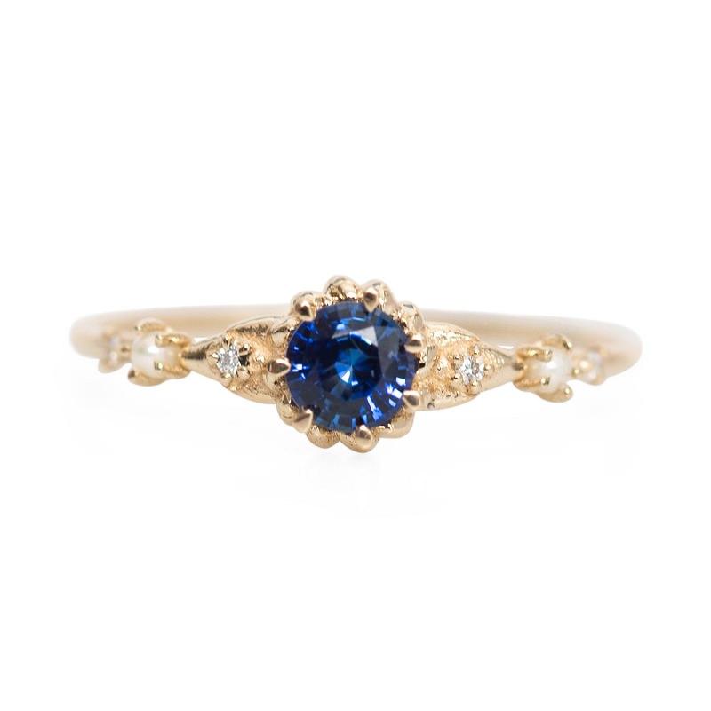 anel-de-noivado-vintage-modelo-retro-com-safira-central