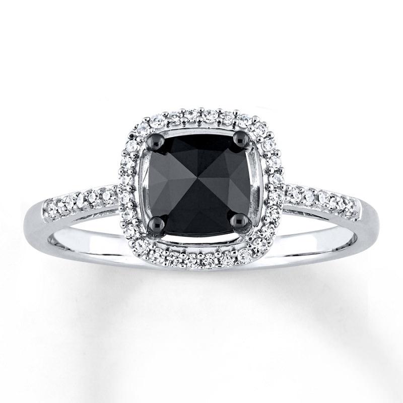 anel-de-noivado-com-diamante-negro-quadrado-e-diamantes