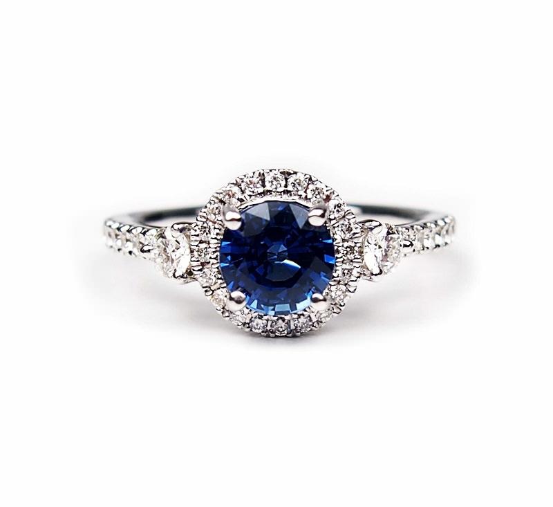 anel-de-ouro-branco-diamantes-e-safira-central-redonda