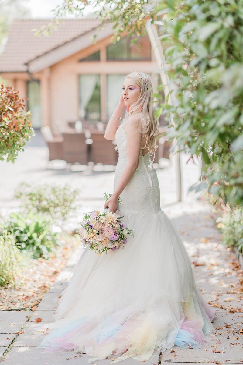 21b-tendencia-unicornio-vestidos-de-noiva-nas-cores-do-arco-iris