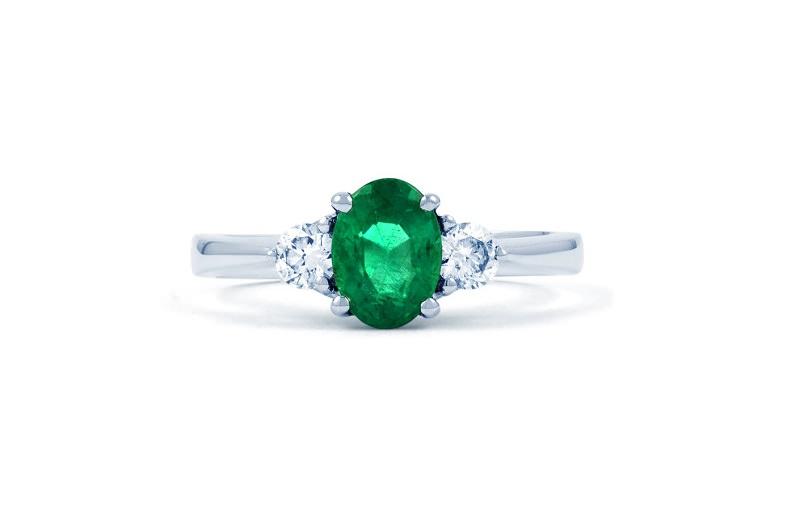 26-anel-solitario-de-esmeralda-com-diamantes