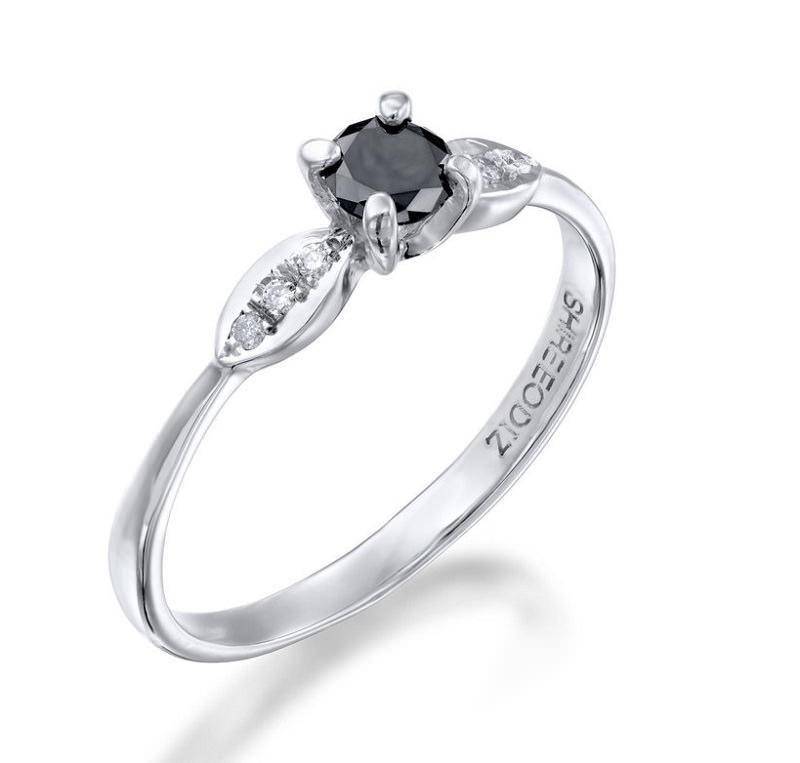 anel-delicado-de-diamante-negro-e-diamantes
