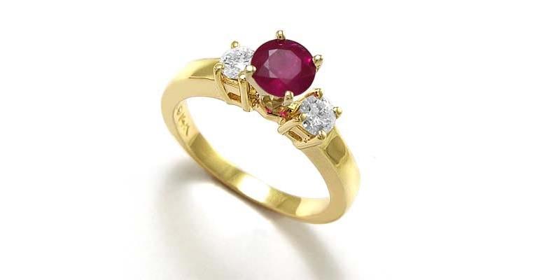 5-anel-de-ouro-amarelo-com-rubi-e-diamantes