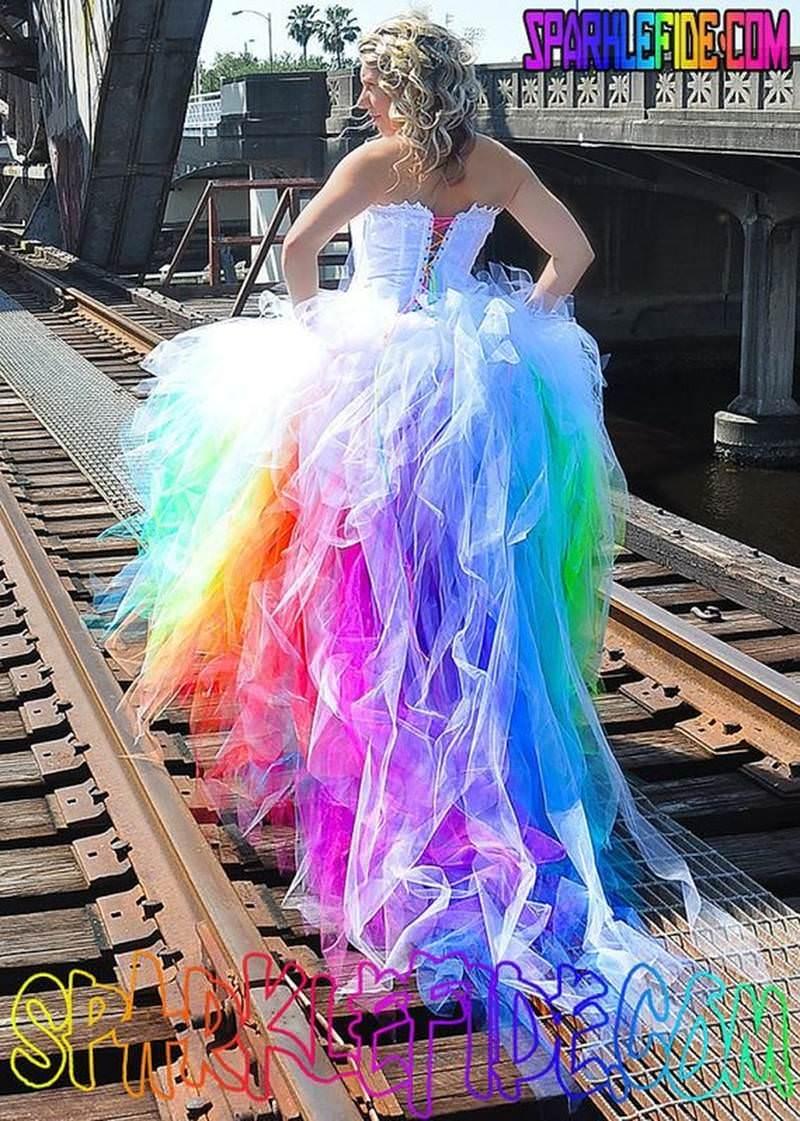7-tendencia-unicornio-vestidos-de-noiva-nas-cores-do-arco-iris