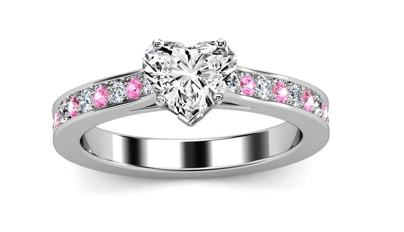 anel-solitario-de-coracao-com-detalhes-em-rosa