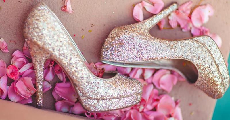 sapato-meia-pata-brilhante-rosa-para-noivas
