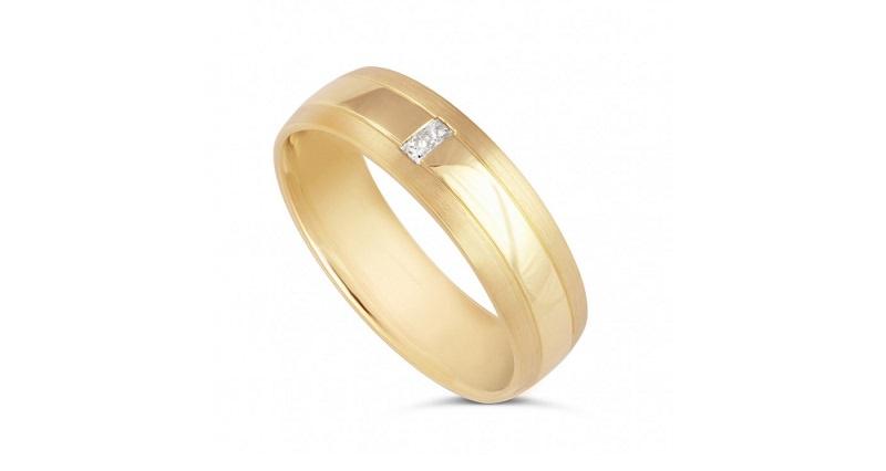alianca-com-diamante-em-ouro-amarelo