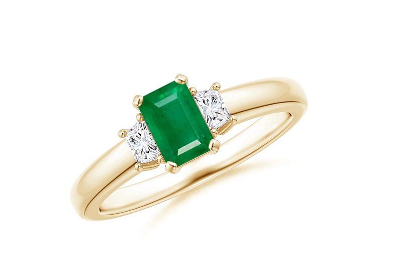 anel-de-noivado-com-diamantes-e-esmeralda-03
