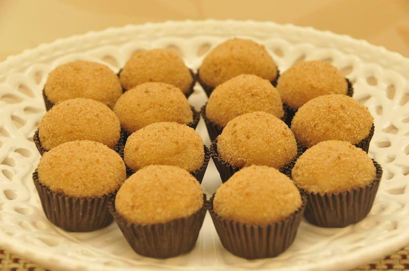 brigadeiros-gourmets-para-mesa-de-doces-casamento-brigadeiro-cachaca
