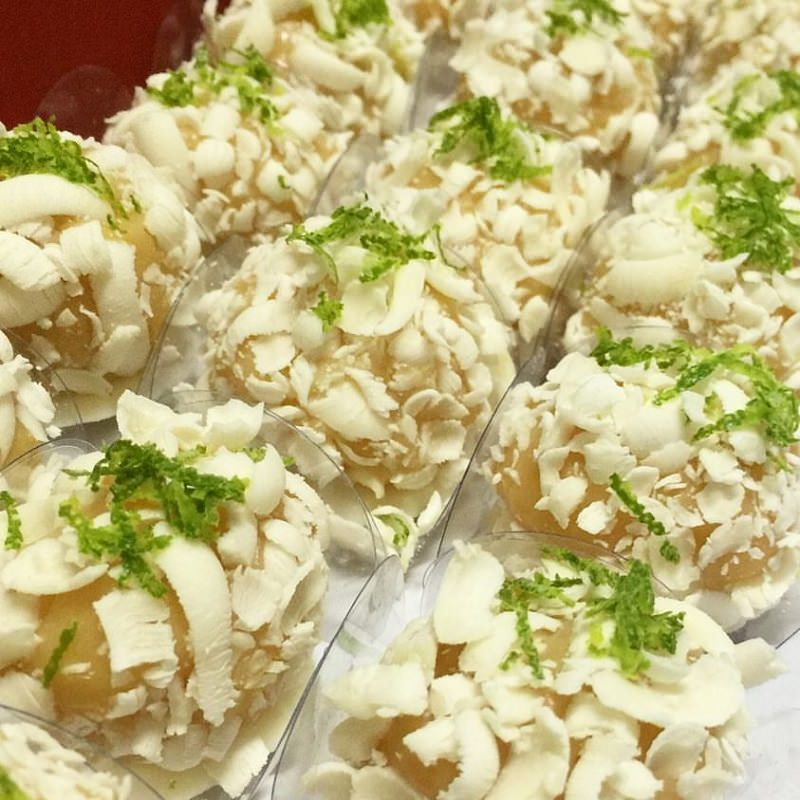 brigadeiros-gourmets-para-mesa-de-doces-casamento-brigadeiro-caipirinha