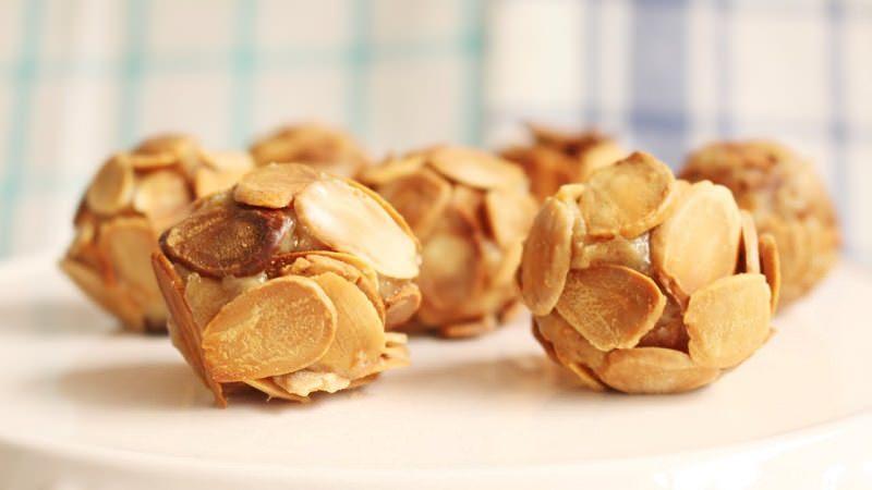brigadeiros-gourmets-para-mesa-de-doces-casamento-brigadeiro-de-amendoas