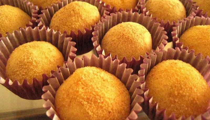 brigadeiros-gourmets-para-mesa-de-doces-casamento-brigadeiro-laranja