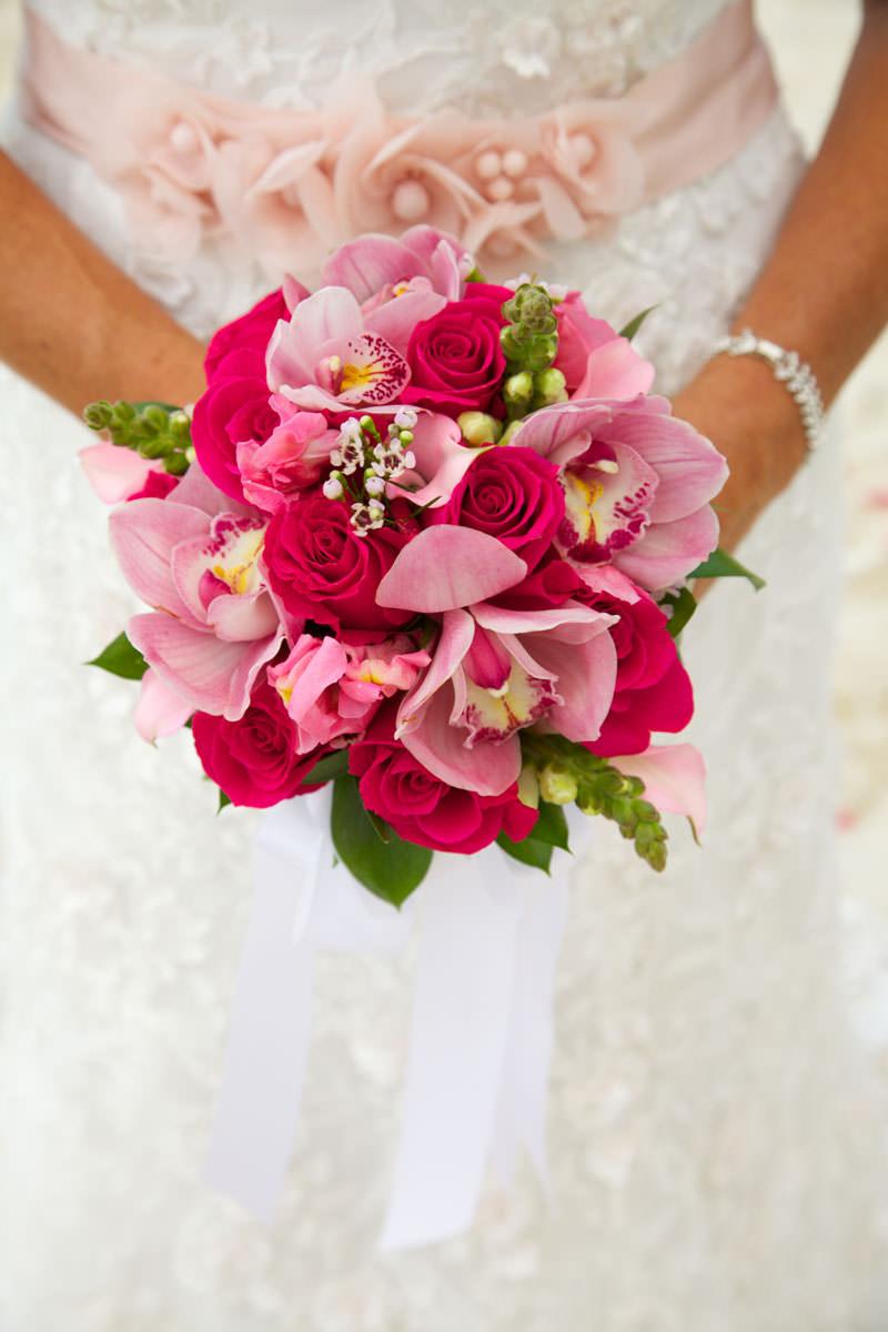 buque-de-rosas-e-orquideas-cor-de-rosa