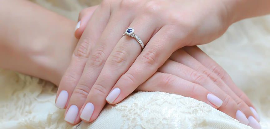 capa-aneis-de-noivado-com-Safira-para-se-apaixonar