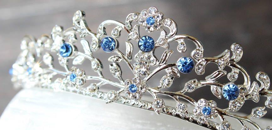capa-tradicao-de-casamento-itens-azuis-para-atrair-boas-energias-coroa-azul