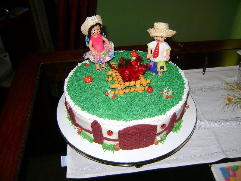 chá-bar-tema-festa-junina-bolo-tematico