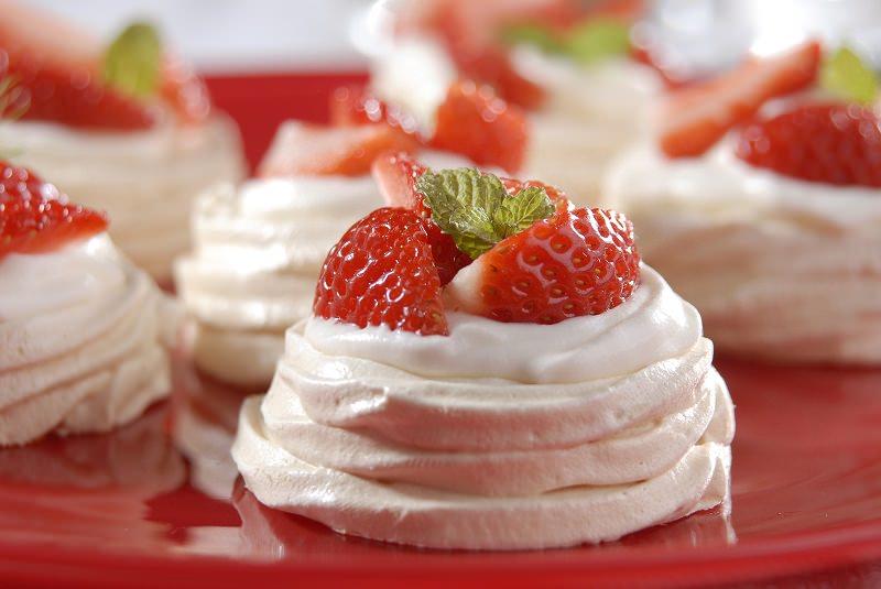 doce-sobremesa-casamento-ninhos-de-merengue-com-morangos