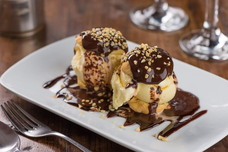 doce-sobremesa-casamento-profiterole-de-carolinha-recheada