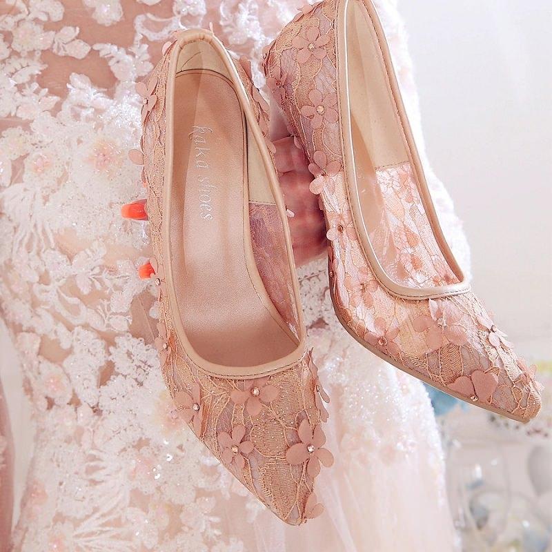 sapato-de-casamento-rosa-com-rendas-e-flores