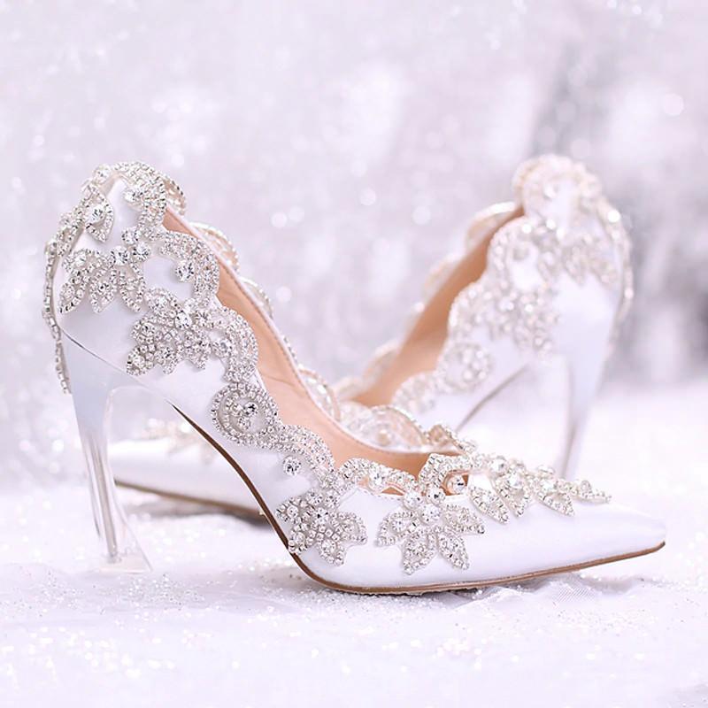 1-sapato-branco-para-noivas-com-cristais-aplicados