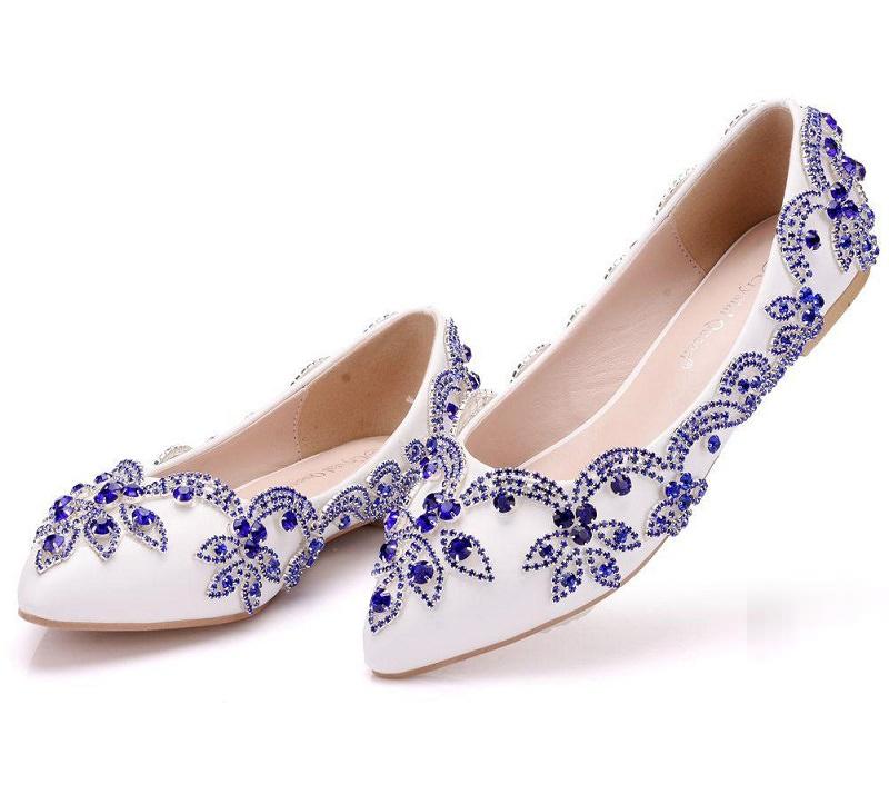 12-sapatilha-branca-com-detalhes-azuis-para-noivas