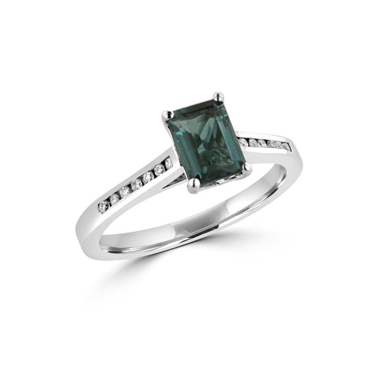 13-anel-de-turmalina-verde-e-diamantes-na-lateral