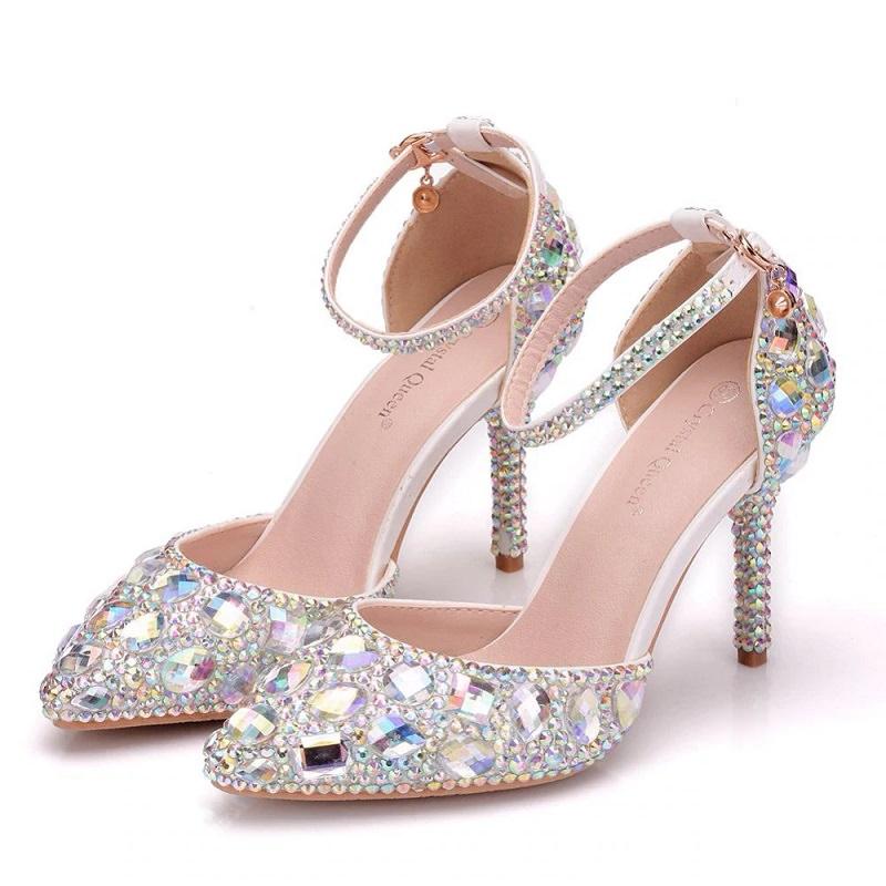 5-sapato-de-noiva-com-cristais-brilhantes-aplicadoos