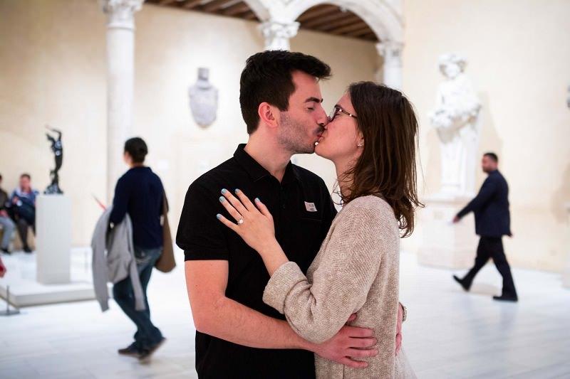 beijo-pedido-de-casamento-no-museu-de-nova-york
