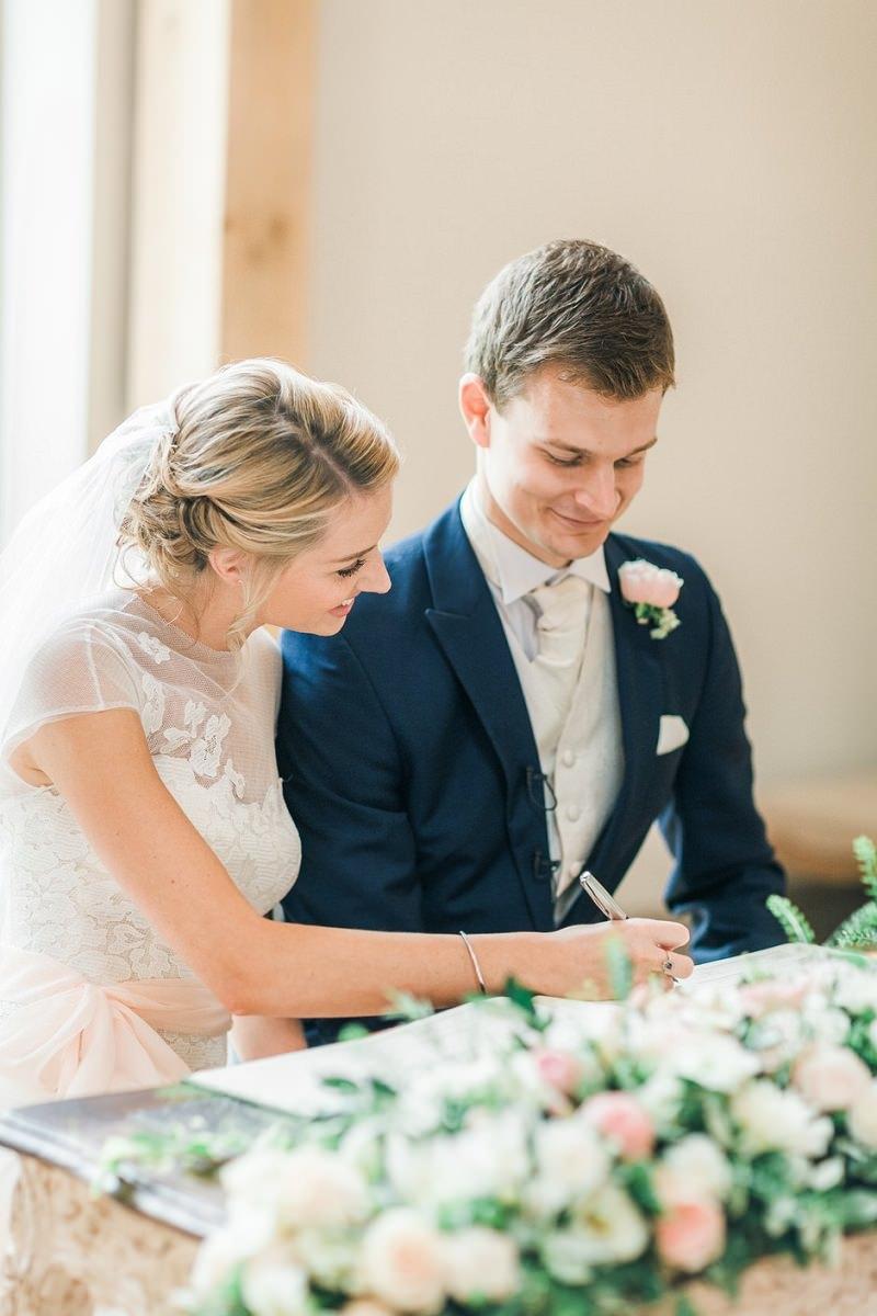 casamento-no-cartorio-assinatura-de-papeis