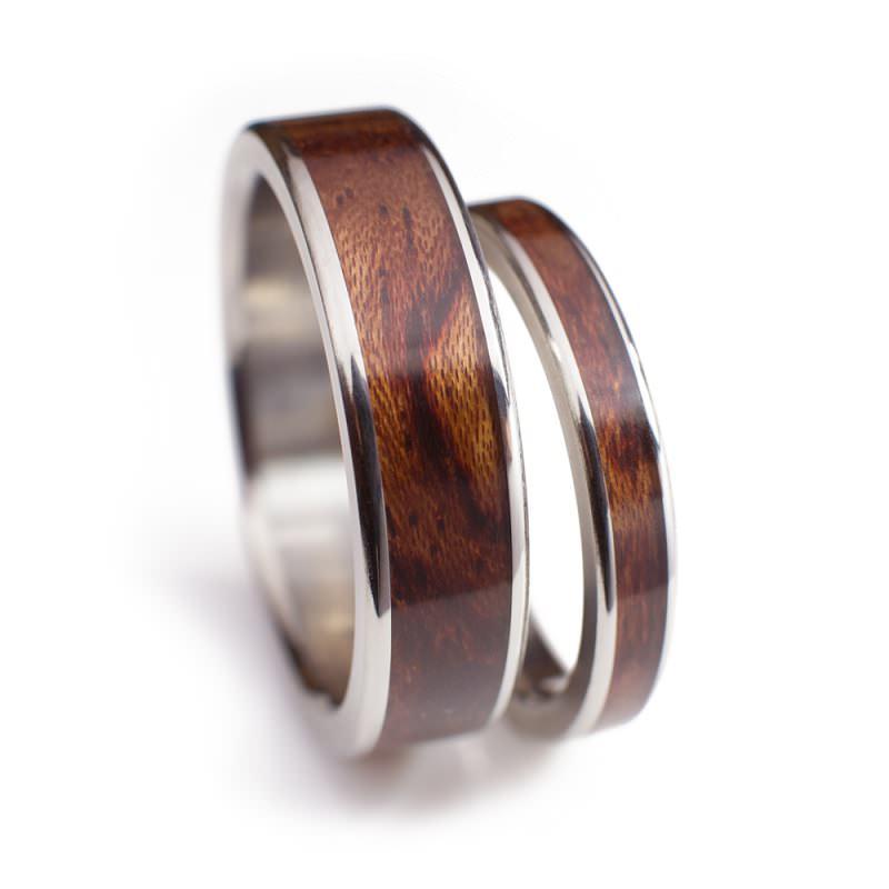 10-par-de-aliancas-com-inlay-de-madeira