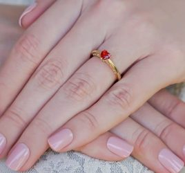 anel-de-noivado-rubi-coracao-poesie