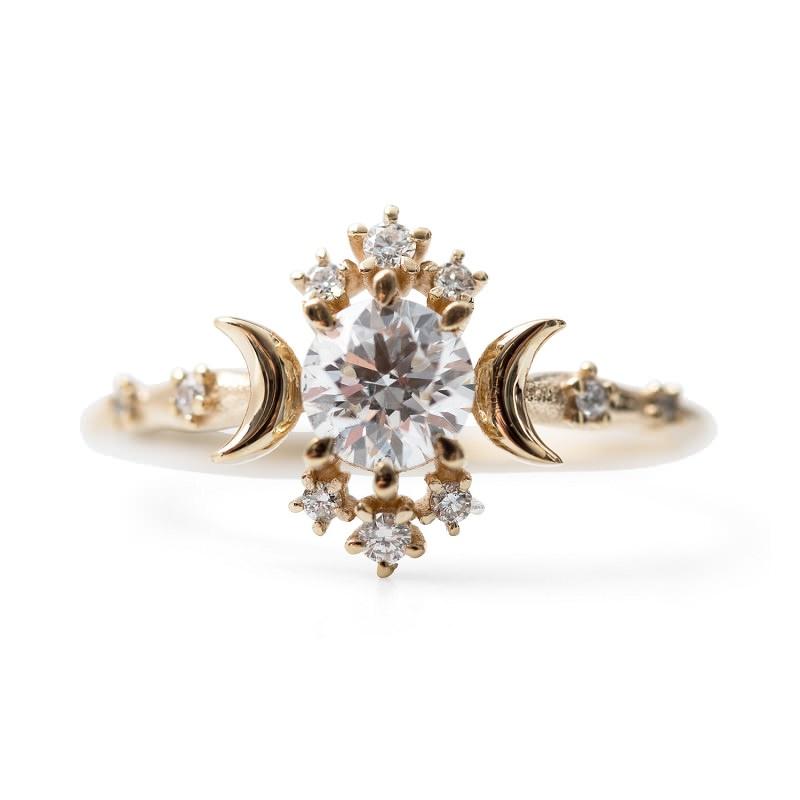 14-anel-de-noivado-retro-com-detalhes-de-diamantes-cravados-estrelas-e-luas