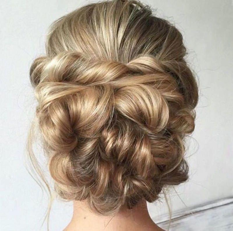 3-penteado-de-casamento-loiras-com-cabelos-longos-mae-da-noiva